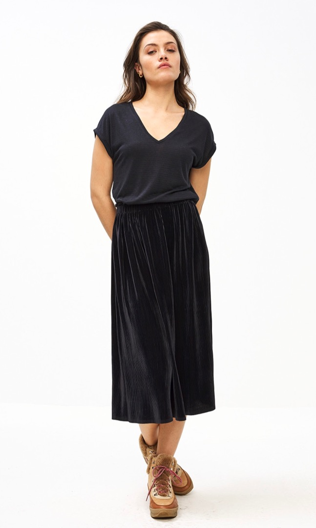 suus plisse skirt - midnight 2