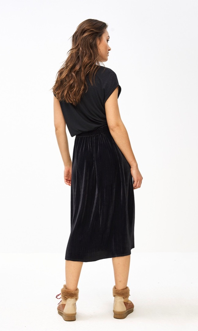 suus plisse skirt - midnight 3