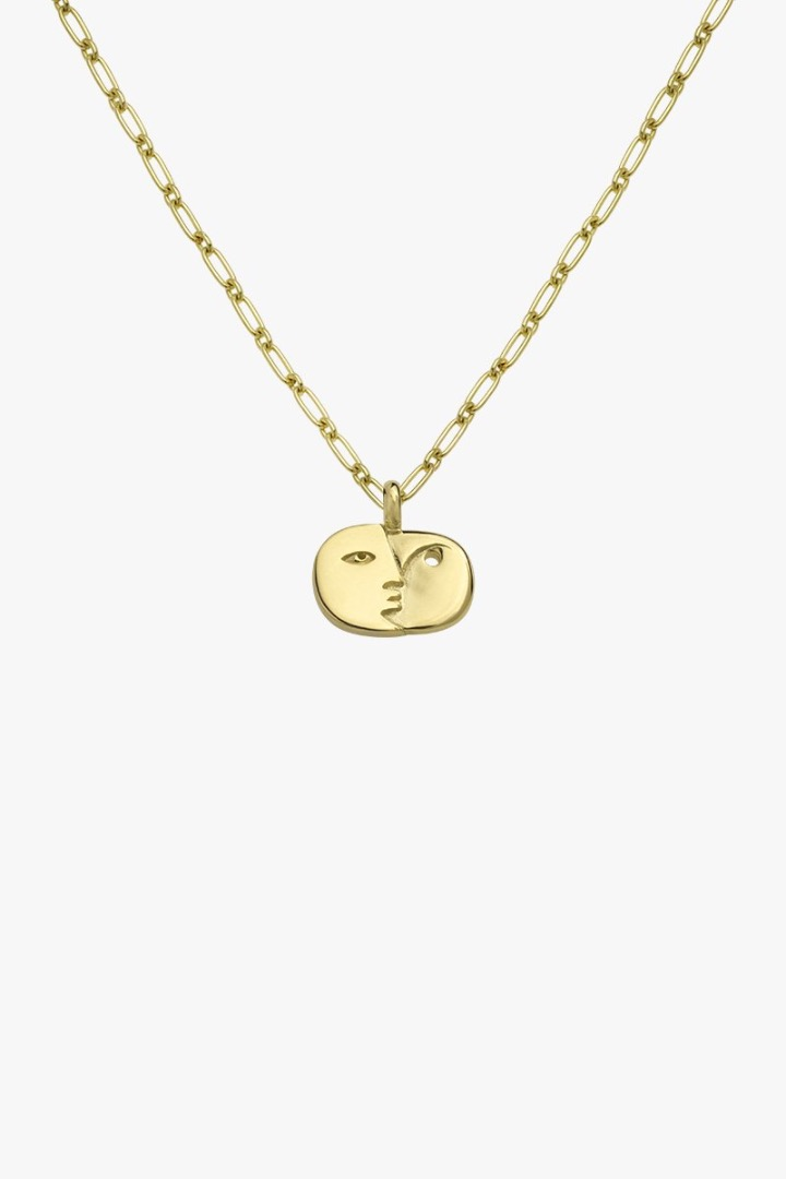 Face sculpture pendant gold 2