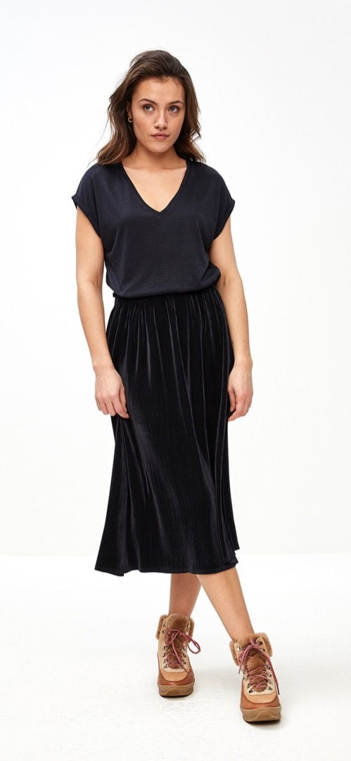 suus plisse skirt - midnight 4