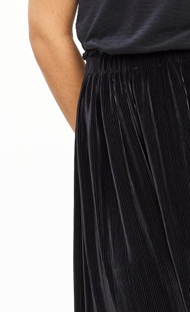 suus plisse skirt - midnight 5