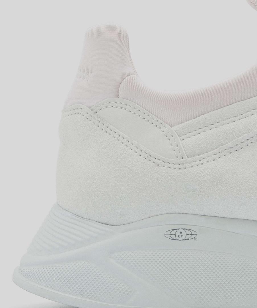 LARCH - White 9