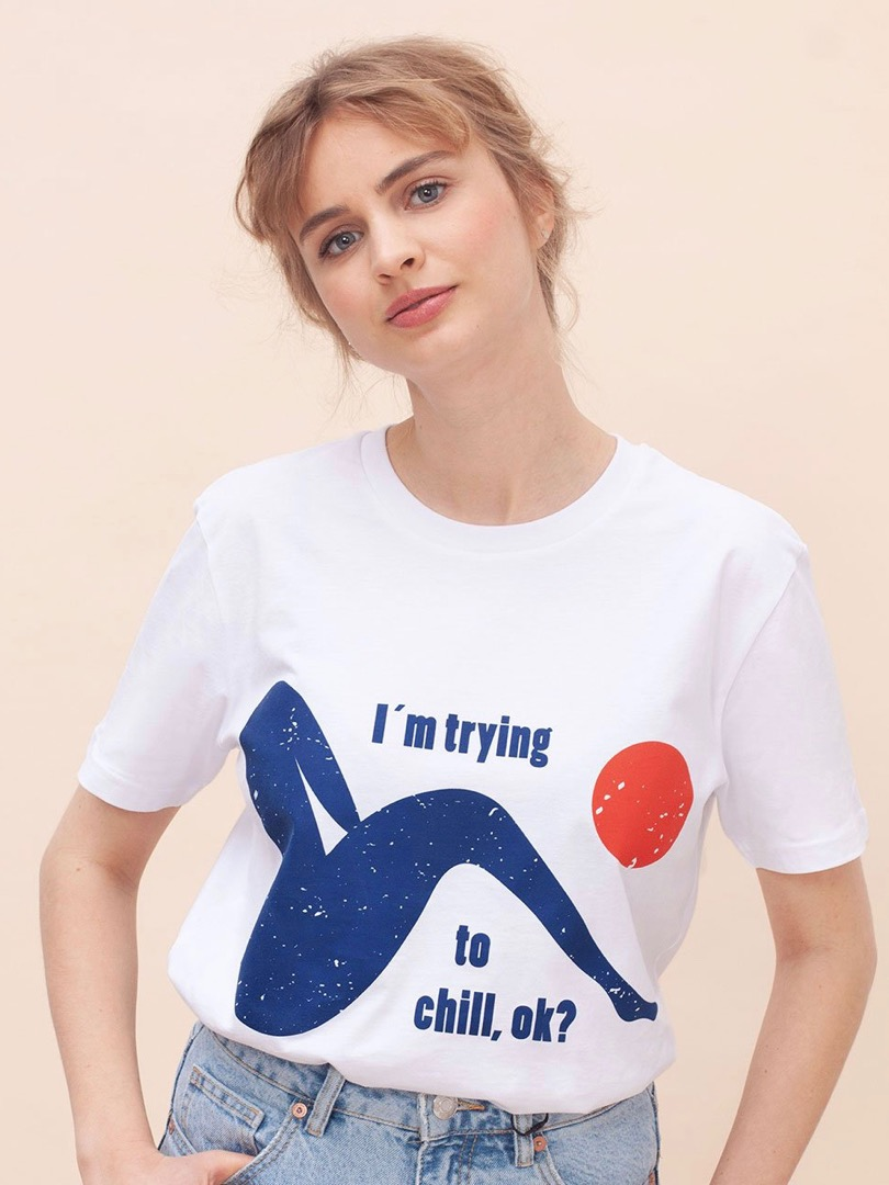 TRYING TO CHILL SHIRT WOMOM T-SHIRT