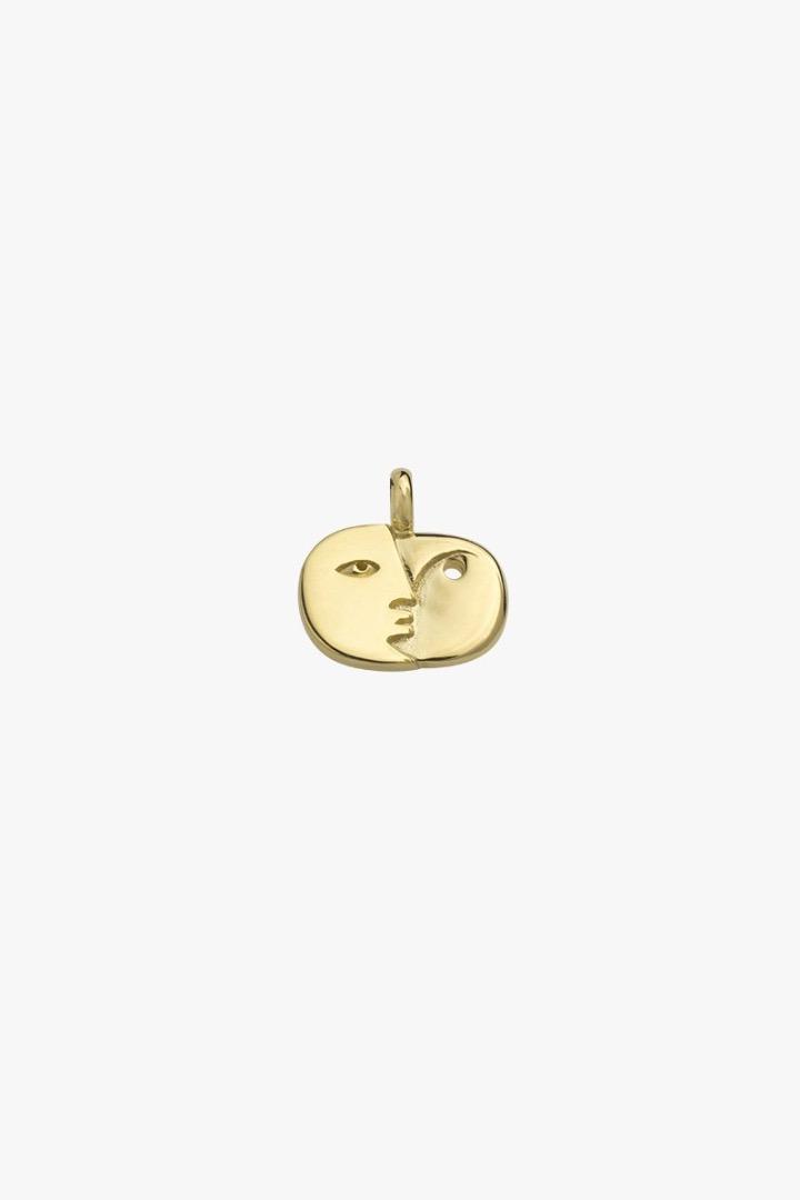 Face sculpture pendant gold