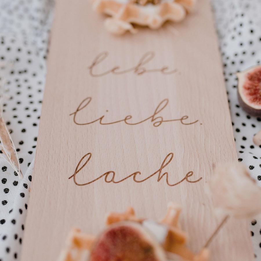 Eulenschnitt - Schneidebrett Lebe Liebe Lache