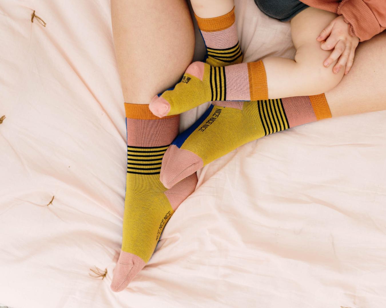 Nice Babysocken - halb/halb brick yellow