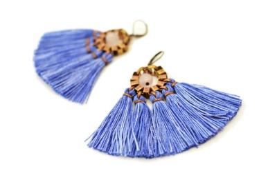 Große handgefärbte königsblaue Quasten Ohrringe von GUDBLING