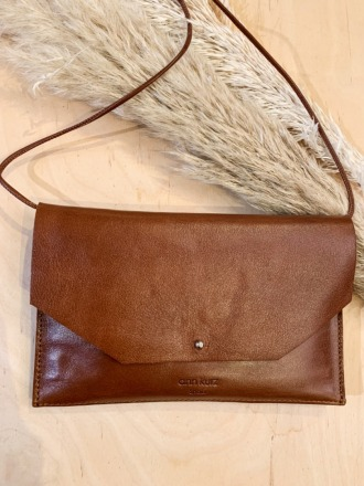 ann kurz Envelope Cuoio Leather Handytasche/