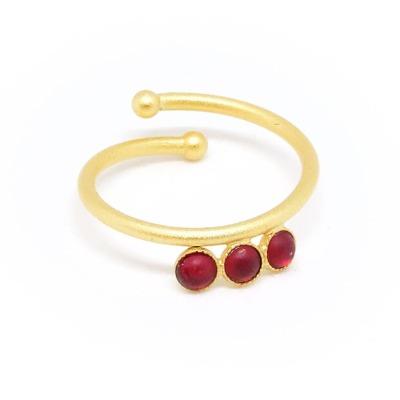 Ring vergoldet mit roten Acrylsteinen verstellbar