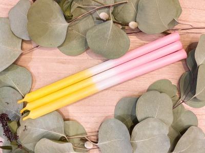 Kerze schmal gelb/weiß/rosa Frau Gold Manufaktur