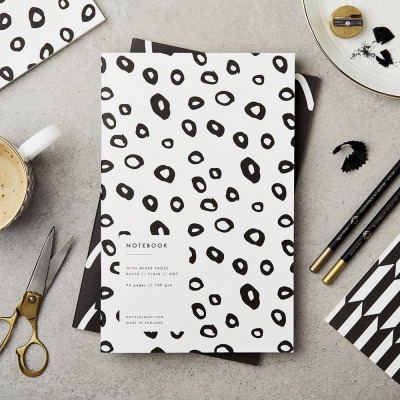 Notizbuch BLACK AND WHITE HOOPS NOTEBOOK