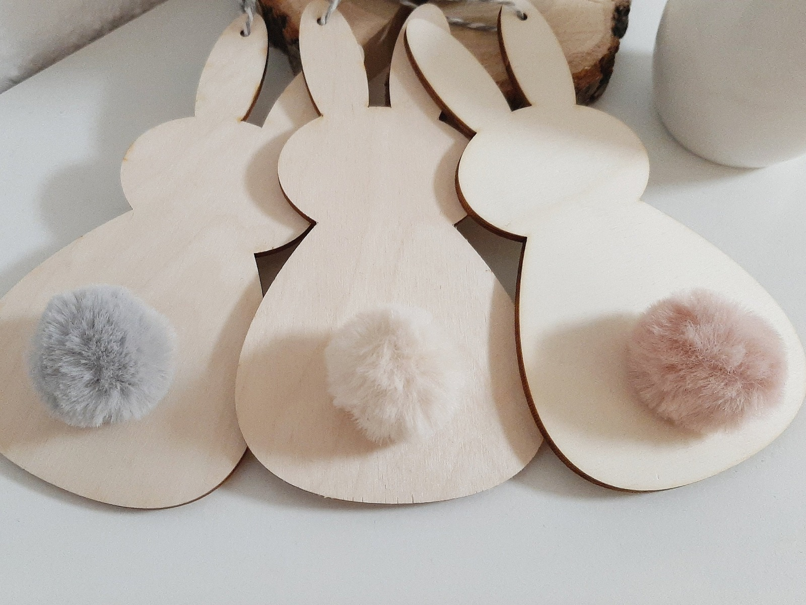 3 Osterhasen mit Bommel als Aufhänger