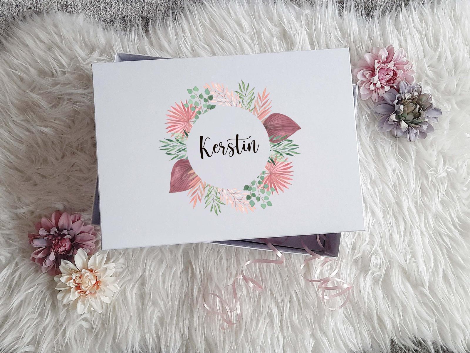 Geschenkbox mit Rosen-Look 2