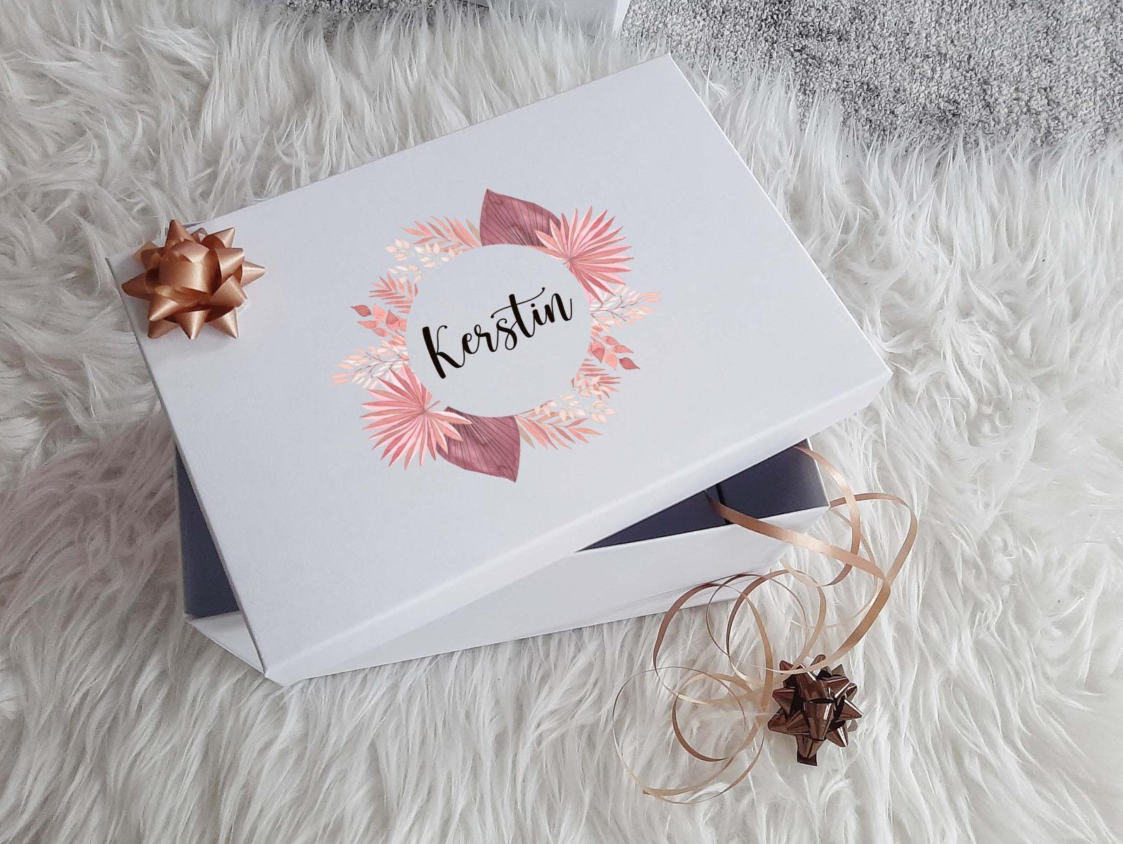 Geschenkbox mit Rosen-Look 5