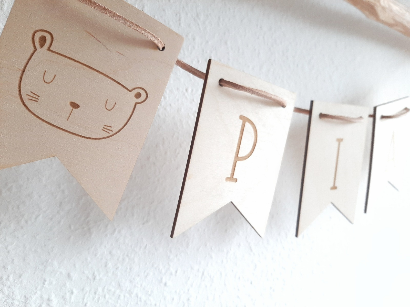 Wimpel Girlande personalisiert aus Holz 7