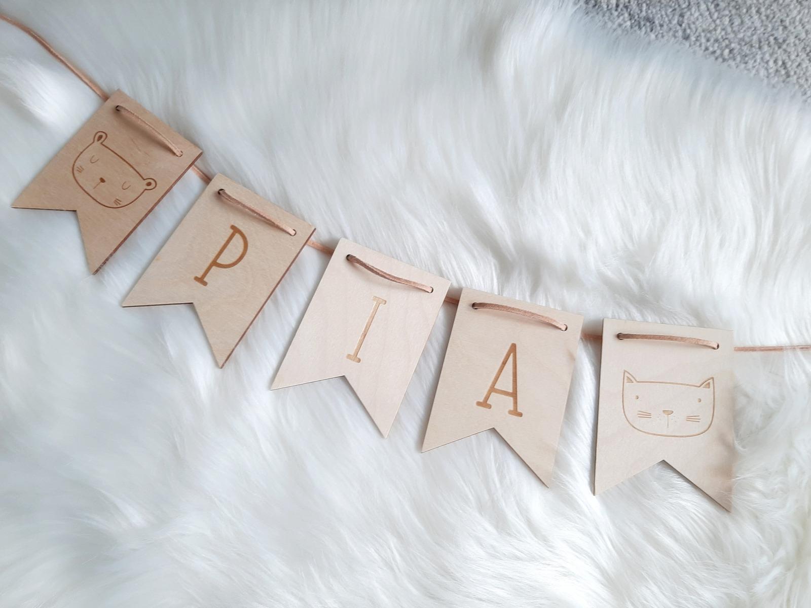 Wimpel Girlande personalisiert aus Holz