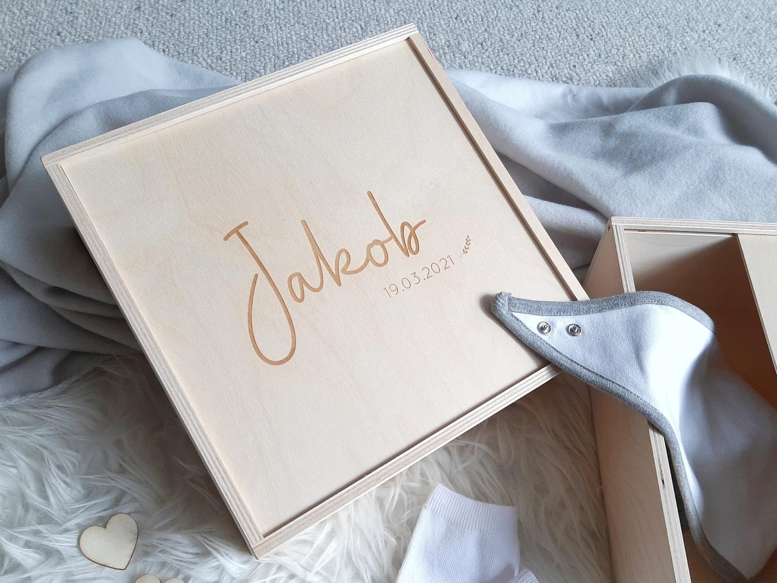 Personalisierte Holzkiste mit Deckel zum Schieben