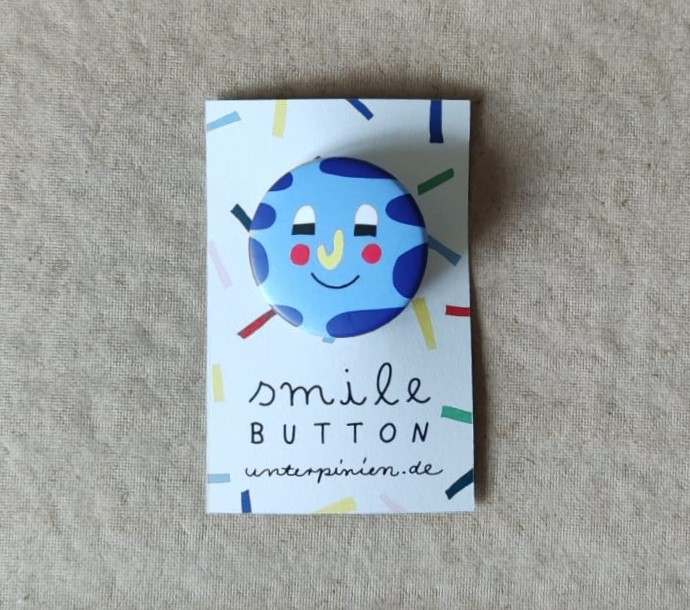 Smile Button Relaxed Unter Pinien