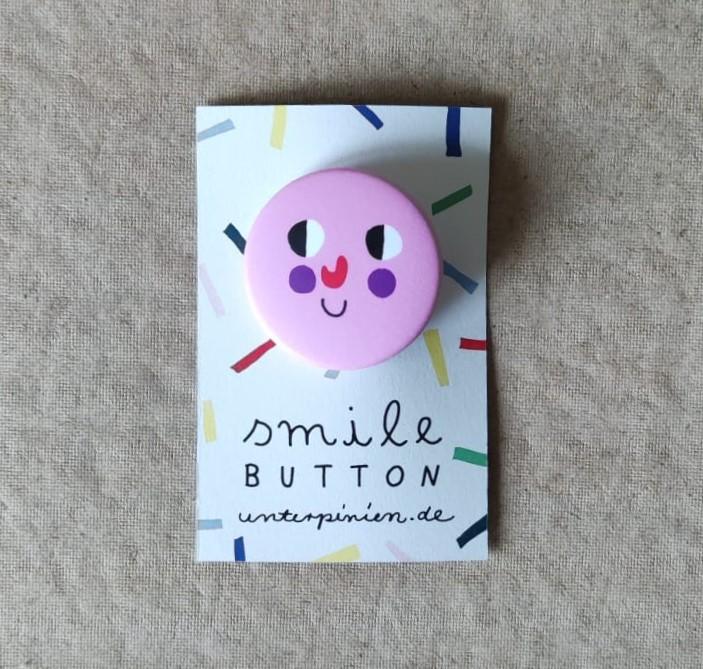 Smile Button Sweet Unter Pinien