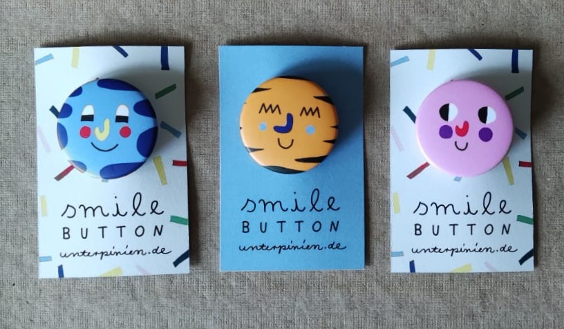 Smile Button Relaxed Unter Pinien 2