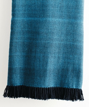 HandWerkKunst - soft touch XL-blanket blue/black