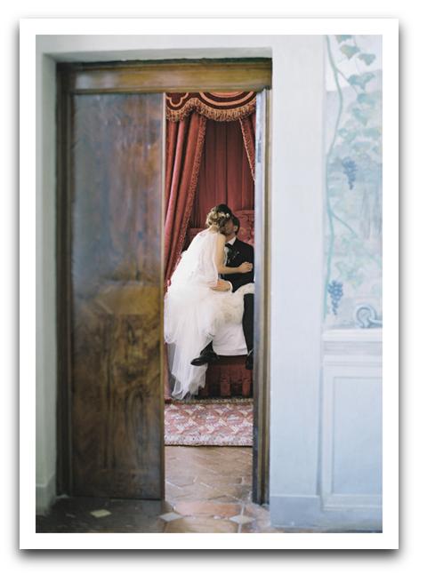 Wedding Couple Kiss Card