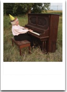 Lady at Piano - VE 6